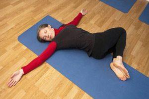 پیچش بدن در حالت خوابیدن طاق باز